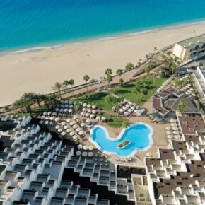 Fuerteventura Traum: 7 Tage im TOP 4.5* TUI BLUE Riu Hotel mit Halbpension, Flug, Transfer & Zug für 648€