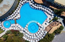 Rhodos: 7 Tage im TOP 4* Hotel mit Halbpension, Flug, Transfer & Zug für 378€