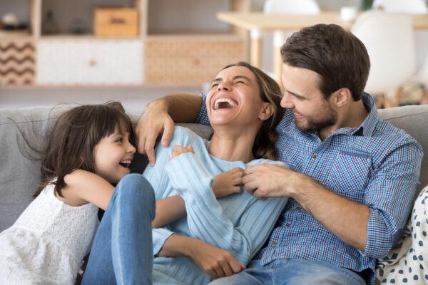 Familie lachen glücklich